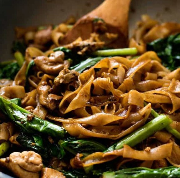 Pad See Ew (Thai Stir Fried Noodles) #dinner #thairecipe