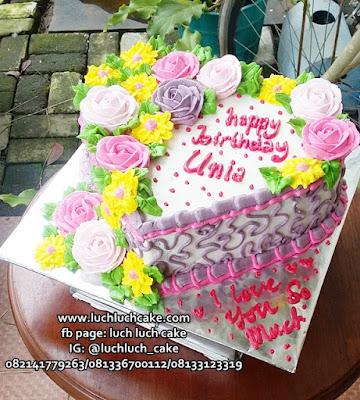 Kue Ulang Tahun Untuk Istri Bentuk Hati Love
