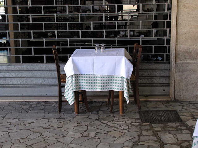 Table for two on the sidewalk, Livorno