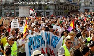 Carga policial contra grupos de Indignados anticristianos  en Sol (vídeo)