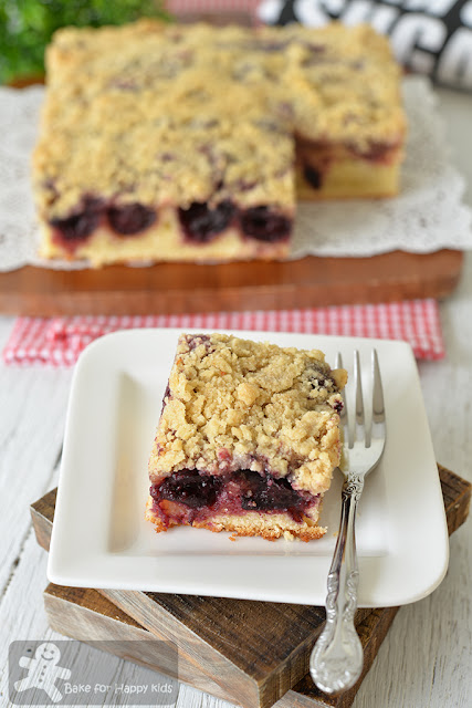 cherry sour cream crumb cake