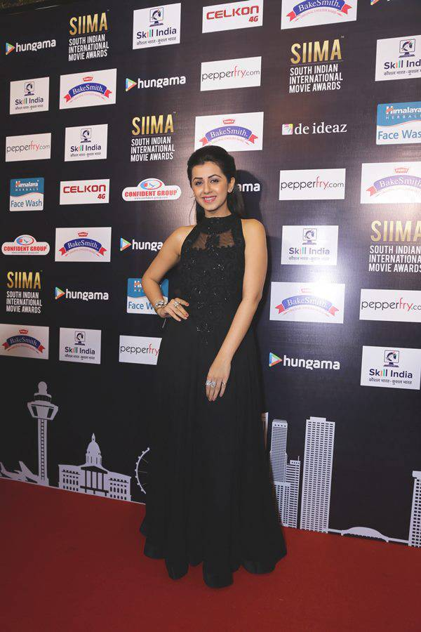 Glamorous Nikki Galrani Hot Photos In Black Dress
