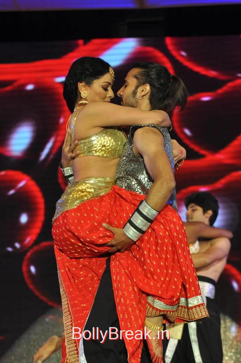 Pooja Kumar images, Actress Pooja Kumar Hot Dancing Pics at  Uttama Villain Movie Aduio Launch