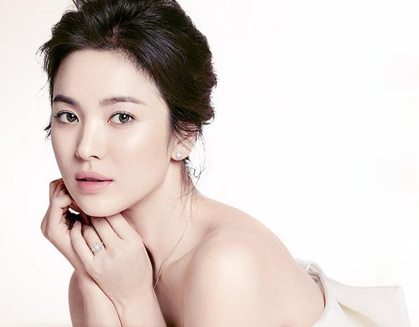 4 Kosmetik Yang Memutihkan Wajah Song Hye Kyo