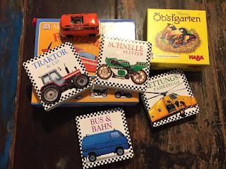 Die Flohmarkteinkäufe: 4 Minibücher Fahrzeuge von DK, Kleiner Obstgarten HABA, orangener VW-Bulli