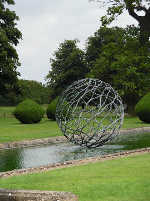 metalowa ozdoba ogrodowa, kula