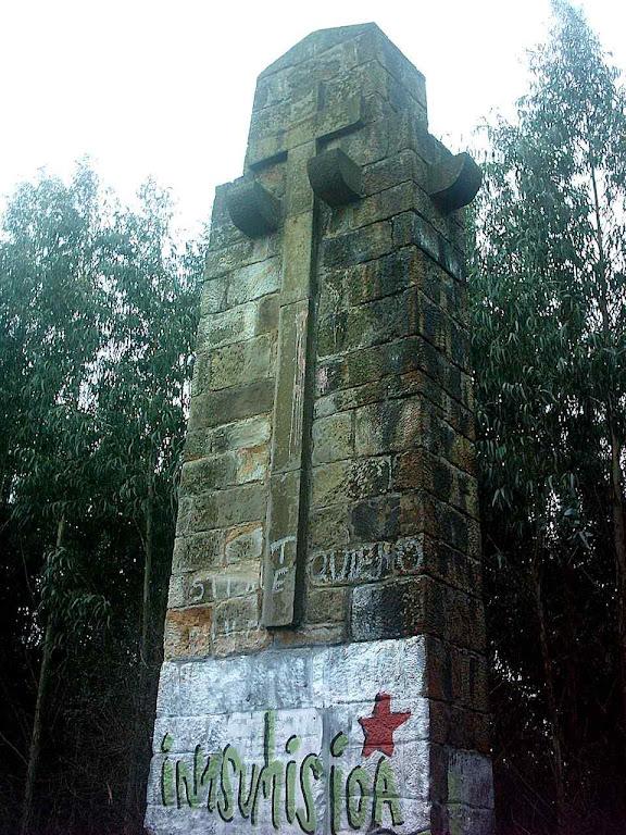 O monumento da Cruz foi previa e ofensivamente pichado
