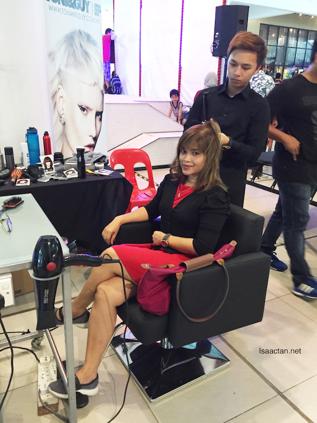 Fellow blogger, Misz Ella took the opportunity to get her hair done by Toni & Guy