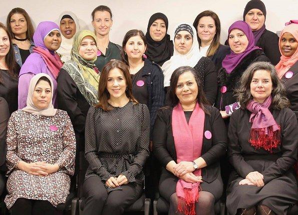 Crown Princess Mary Neighbourhood Mothers organisation (Bydelsmødre). Heart Made Julie Fagerholt blouse
