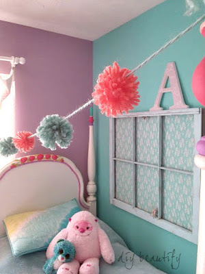 Make pom poms using just your fingers, then put them together for a fabulous garland! You'll find complete directions, with pictures, at DIY beautify.