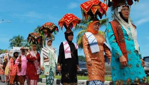 Daerah di Indonesia Dengan Tradisi Wanita Yang Meminang Pria