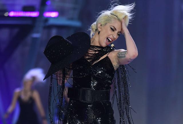 Video: Lady Gaga - A-YO / John Wayne (En Vivo)
