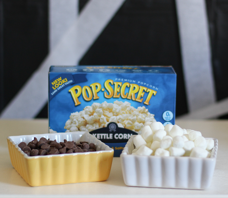 Easy party popcorn with chocolate and marshmallows