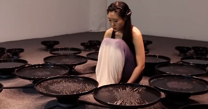 Artist Uses Brainwaves To Manipulate Water – Impressive Footage Depicts The Power Of Human Emotion
