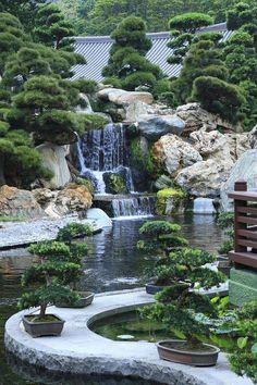 The Holistic Green Garden: The Holistic Garden