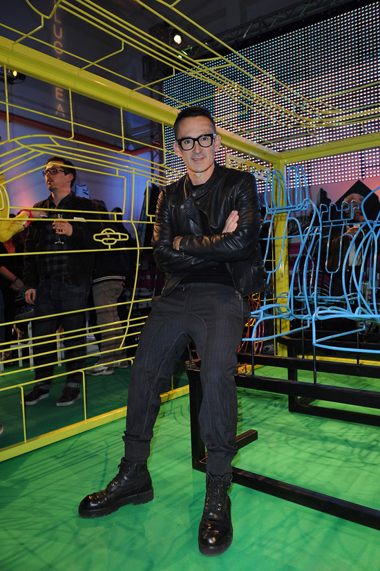 cde8ab189ad ... Design Installation Inspired By Range Rover Evoque. London artist Benedict  Radcliffe has unveiled his latest creation, an exclusive wireframe art ...