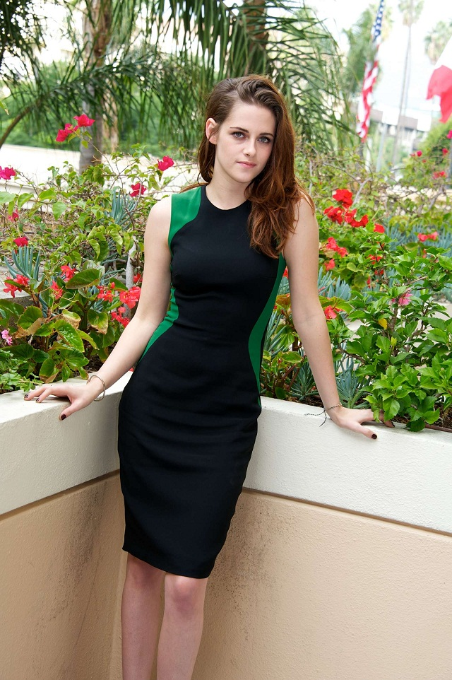 Kristen Stewart poses for Breaking Dawn Part 2 Press Conference Portraits