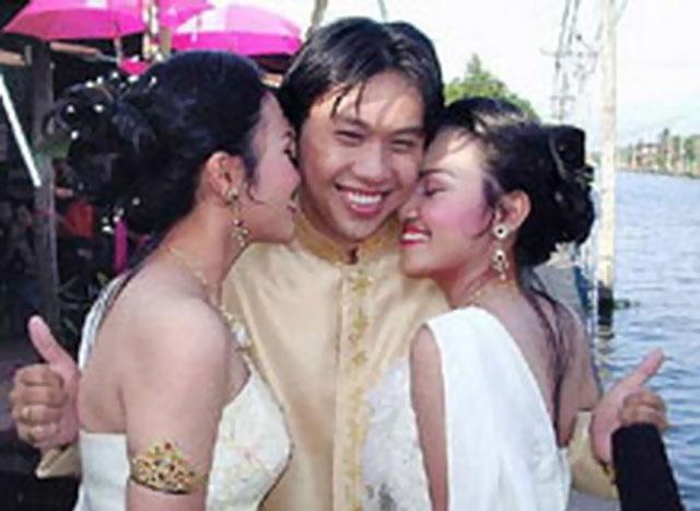 Winchao Tao Pria Thailand Menikahi Wanita Saudara Kembar Sekaligus