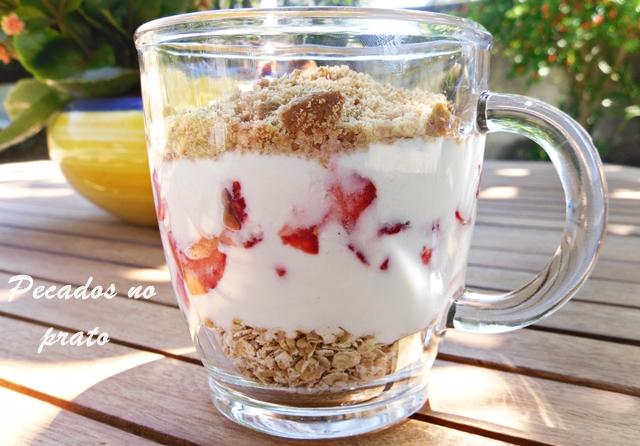 Sobremesa de iogurte com morango