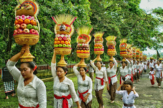 Meeped Is one Kind Of Balinese Tradition with Gebogan or Pajegan