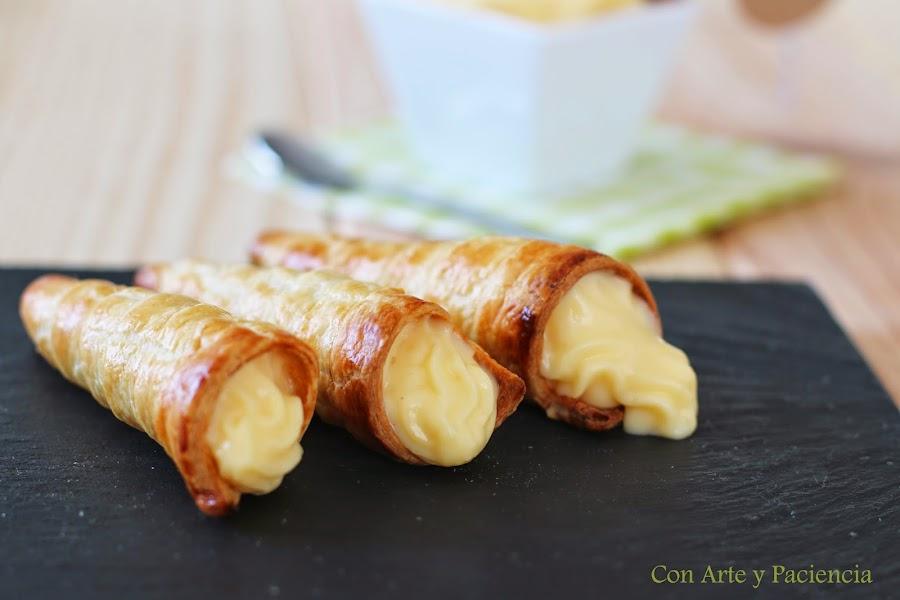 cucuruchos,rellenos,crema,pastelera,cono,dulce,huevo,hojaldre,azucar,canutillos,horno,