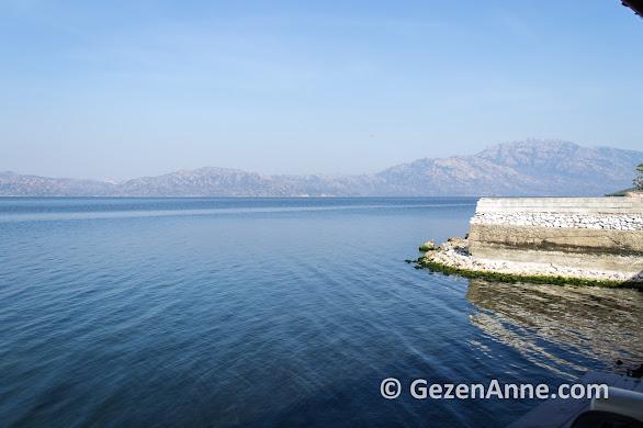 Bir zamanlar Ege denizinin kıyısı olan Bafa gölü, Büyük Menderes'in alüvyonları ile denizden çok uzaklaşmış, Muğla