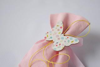 μπομπονιέρες πεταλούδα ροζ λευκό με λουλουδάκια