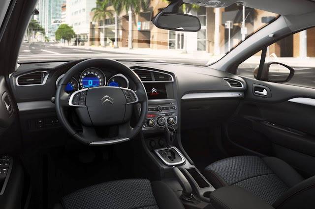 Citroën C4 Lounge S 2017 - interior - painel