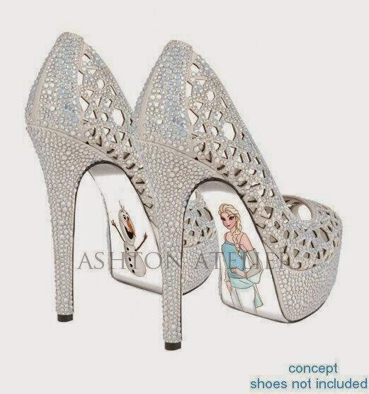 Rainha Elsa e Olaf desenhados na parte inferior do sapato louboutin