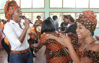 Cantoras visitam reclusas em Maputo