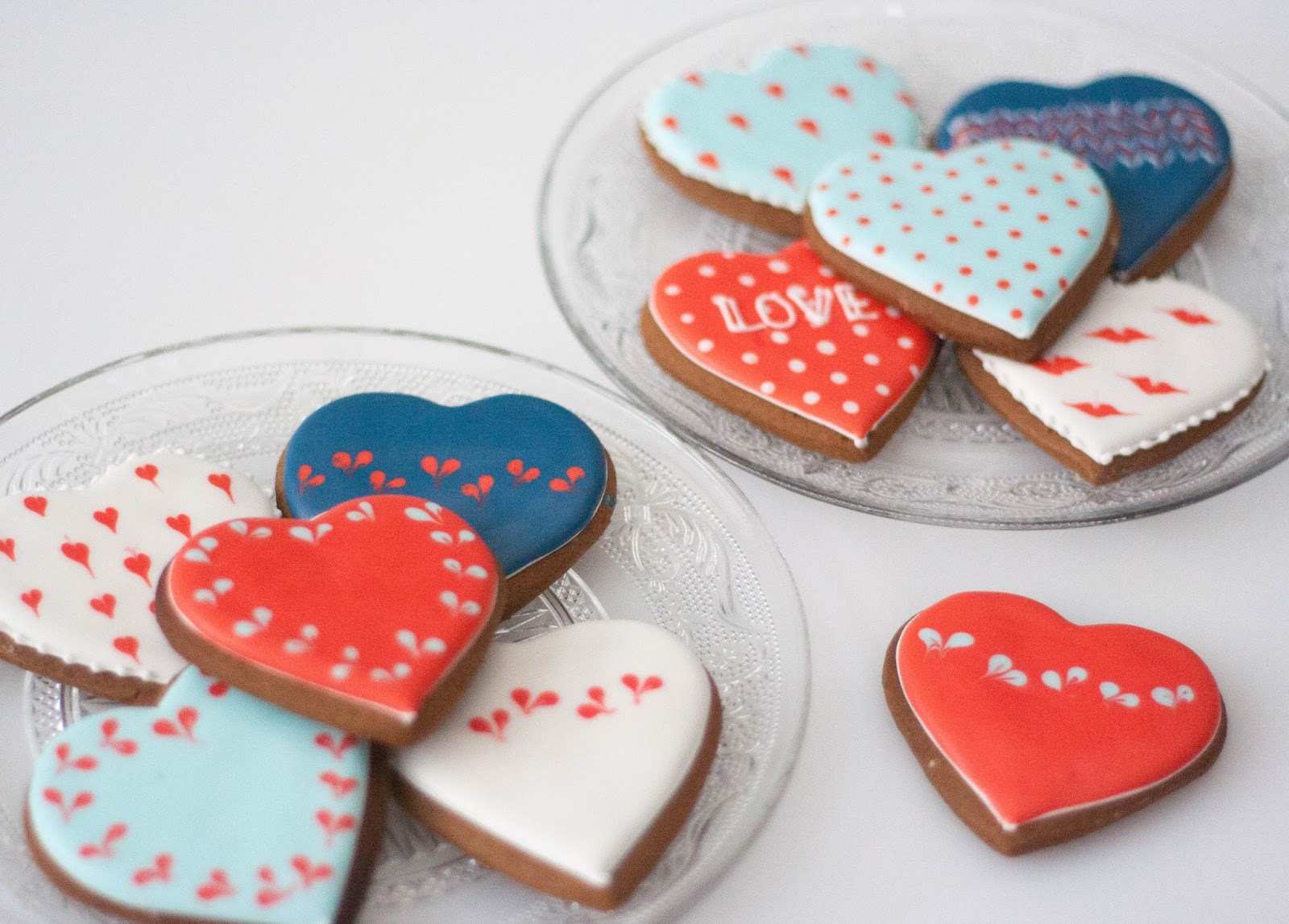 Spoonful of Sugar: Aqua faba royal icing on cookies