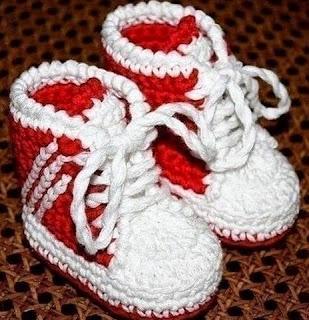http://manualidadesreciclables.com/15092/como-hacer-botines-para-bebe-a-crochet-2