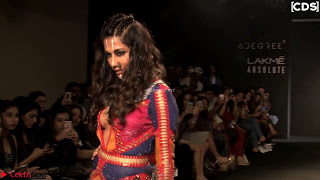 Chitrangada+Singh+walks+the+Ramp+in+Sizzling+Deep+Neck+Top+%7E+CelebsNext+Exclusive+015.jpg