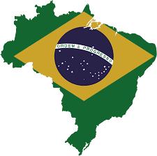 Los investigadores de la operación Lava Jato (Lavacoches), la mayor investigación sobre corrupción de la historia de Brasil, acusan a João Santana y su esposa y socia, Mónica Moura, de recibir dinero desviado de la petrolera estatal Petrobras a través de una red de empresas en el exterior. Parte de esos fondos, según la Policía Federal brasileña, venían de la constructora Odebrecht, envuelta en la trama corrupta que desangró millones a la estatal Petrobras. En marzo, los investigadores desvelaron que la compañía contaba con un departamento específicamente dedicado a sobornos, responsable de pagar a cambio de conseguir ventajas en contratos, y que contaba hasta con un sistema electrónico propio. Este jueves han dado una cifra aproximada de cuánto dinero dedicó la empresa a estos pagos irregulares: al menos 66 millones de reales para unas 25 o 30 personas.