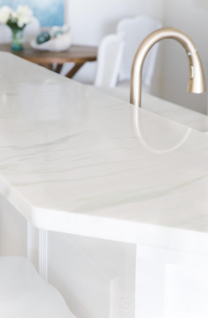white-quartzite-kitchen-counters