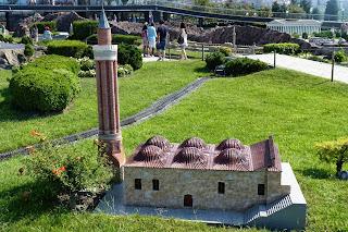 Miniatürk, la Torre Roja, el Minare Yivli o Alminar Estriado de Antalya.