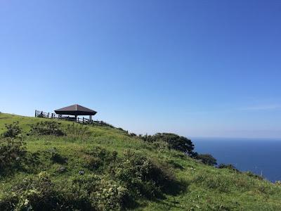 イメージ画像:丘と青空