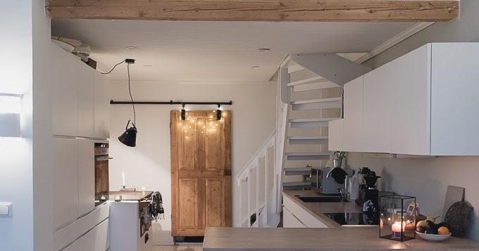 Keittiön kaunistus, vanha ovi liukuoveksi  Tohkeissaan