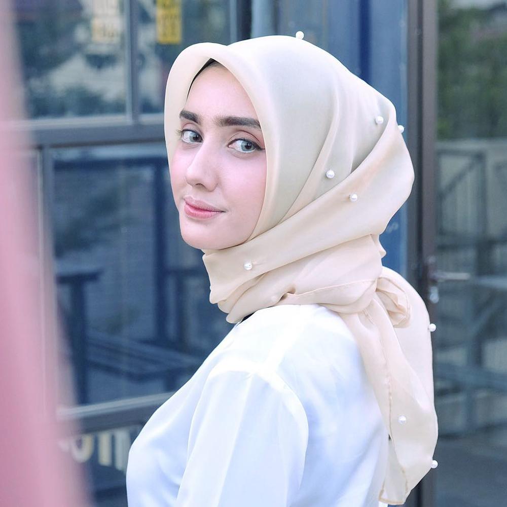 jilbab model sekarang manis mata biru