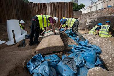 Σπάνια ρωμαϊκή σαρκοφάγος ανακαλύφθηκε στο Λονδίνο