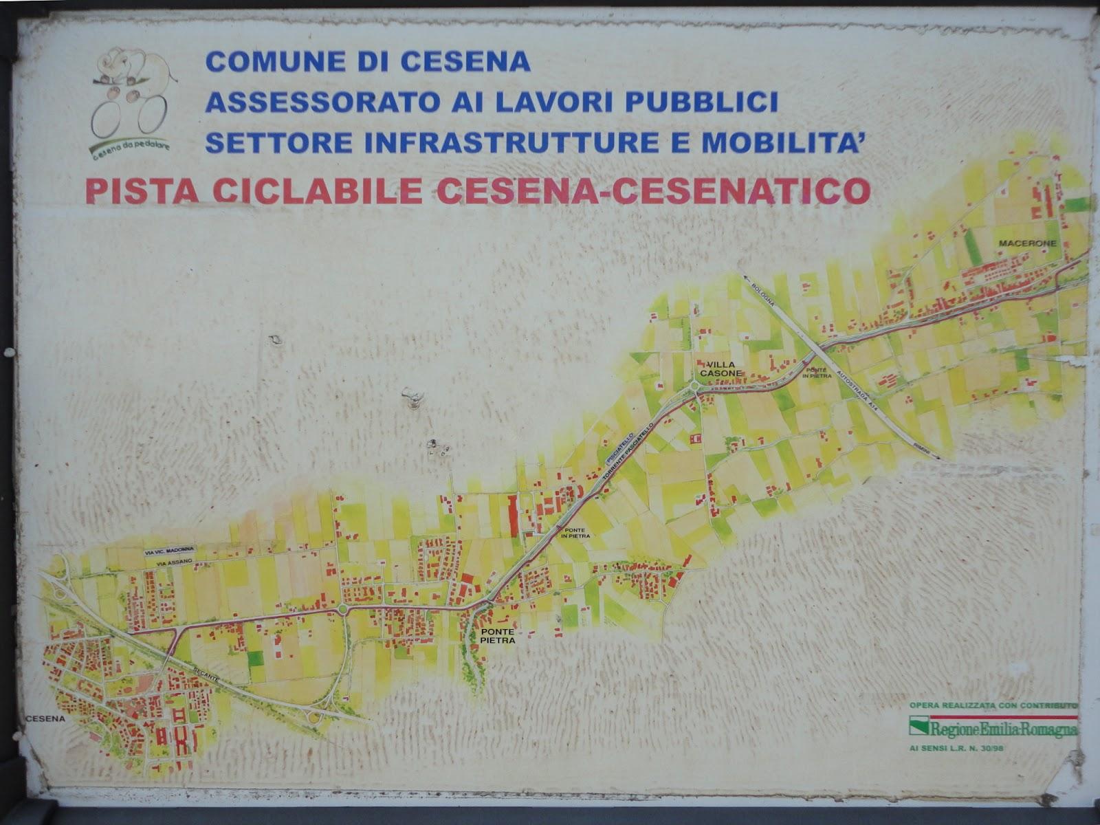 Cartello posto all ingresso della pista ciclabile a Macerone