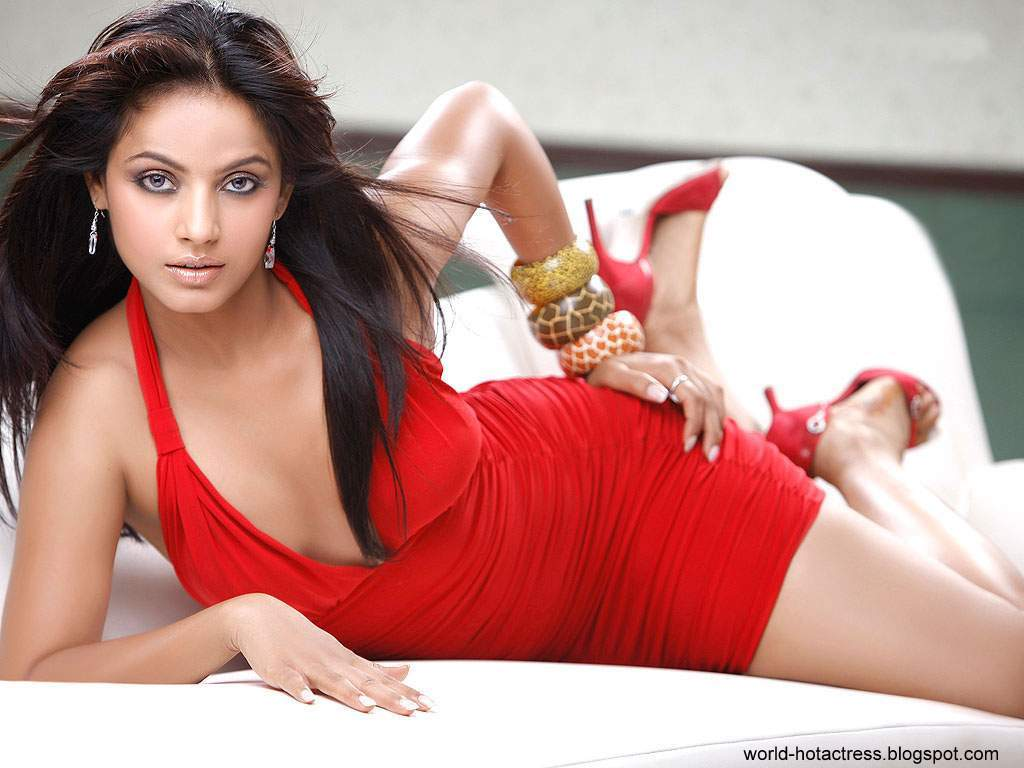 World Hot And Sexy Actress: Neetu Chandra Hot And Sexy Images