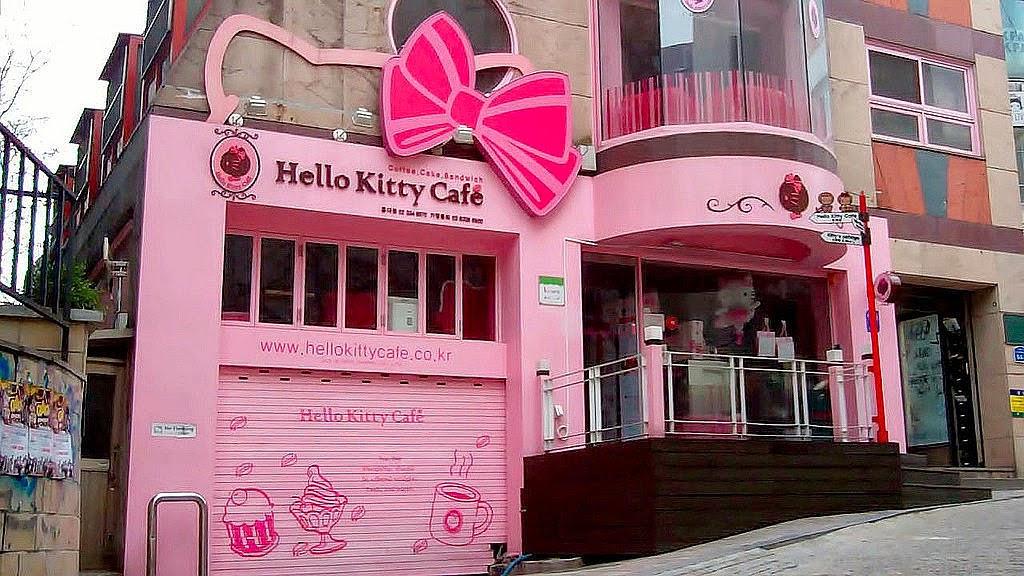 1 Ultimate Hello Kitty Fan