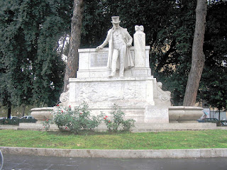 The monument to Belli off Viale Trastevere