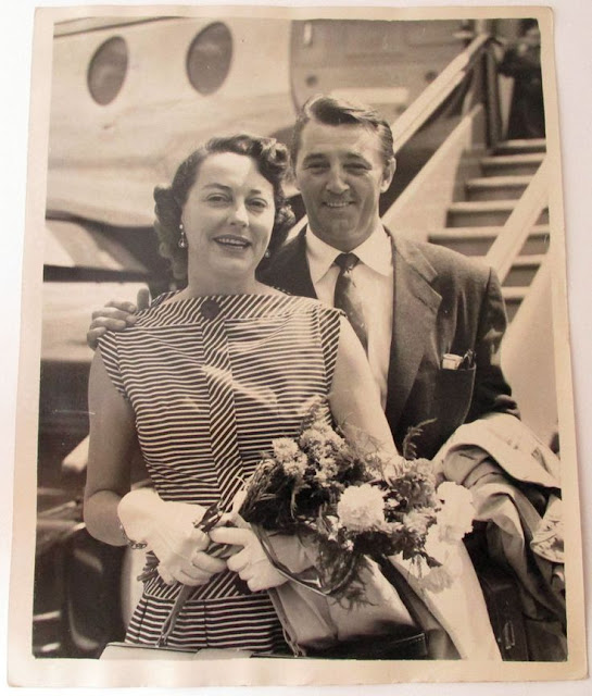 Dorothy and Robert Mitchum at the airport