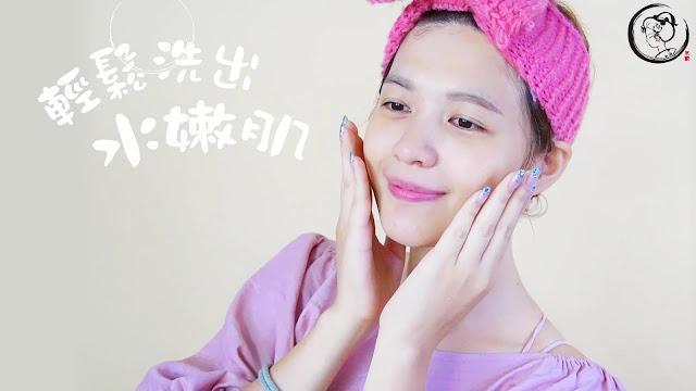 現在買就送柔絲洗臉起泡網唷!京都限定販售,添加淨白的甘草根與胡蘿蔔根萃取物成分。細緻保濕、絲綢般綿密的泡沫,柔滑洗淨肌膚,天然的桂花香氣,增加人際關係UP UP