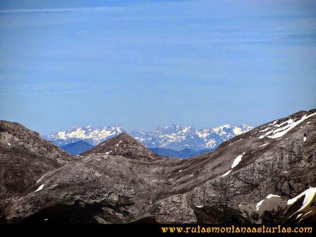 Ruta Farrapona, Albos, Calabazosa: Vista de Picos de Europa desde el Calabazosa