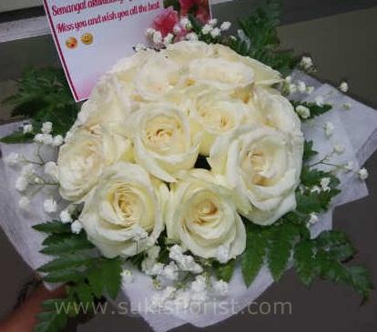 buket-mawar-putih-tersedia-di-toko-bunga-sidoarjo
