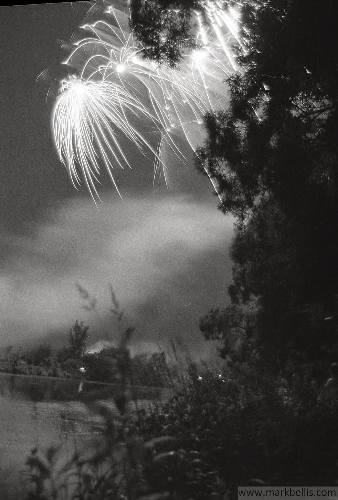 Mark Bellis: Black and white fireworks, c. 1993/1994