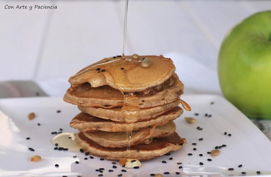 Pancakes, tortitas, crujientes, crisp, Apple, manzana, topping, aderezadas, cinnamon, canela, oat, avena, butter, mantequilla, sirope, agave, Brown sugar, azúcar moreno, awesome, buenísimas, caseras, homemade, healthy, sanas, frutos secos,